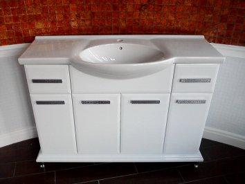 Раковины для ванной с тумбой: выбор и особенности